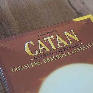 Catan: Treasures, Dragons & Adventures (oštećeno)
